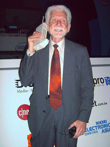 Primul apel cu un telefon mobil martin cooper new york sua motorola