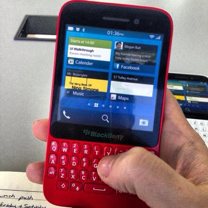 smartphone tastatura blackberry 10
