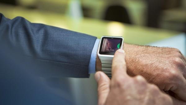 Sony Smartwatch 3 din otel inoxidabil